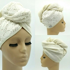 TURBANTE CON DETALLE CRUDO