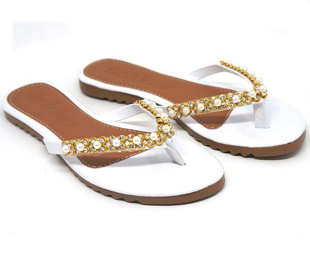 5ed6f576a Sandália Doma Shoes Rasteira Branca Tiras com Pérolas