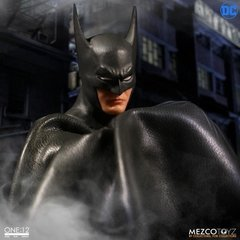 Dc Comics One:12 Collective Batman (ascending Knight) (Mezco Toyz) - comprar online