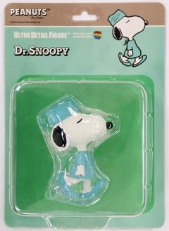 ULTRA DETAIL FIGURE PEANUTS DR.SNOOPY - comprar online