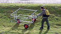 Escaneado o solo com uma grande bobina com o detector DEEPMAX Z1