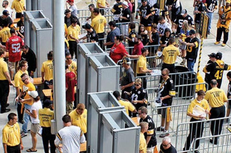 Fluxo de pessoas passando pelo detector MZ 6100