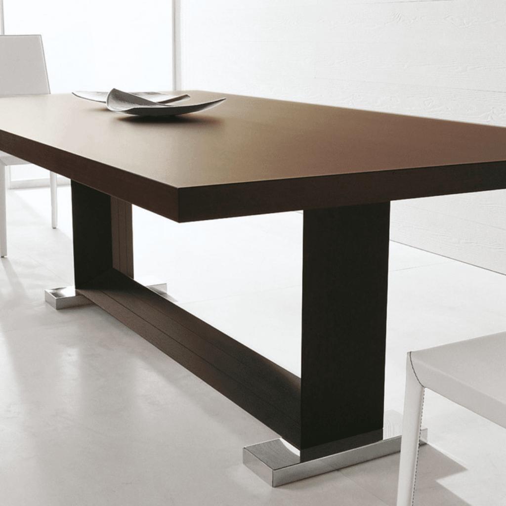 Mesa Comedor madera base madera y hierro.