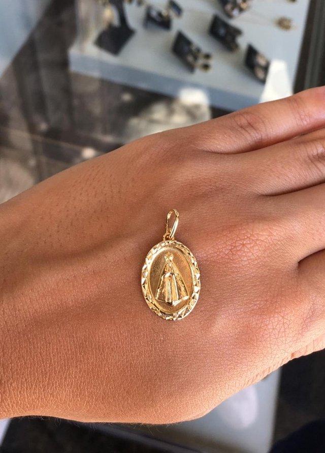 9f889cdcc4c5e ... Pingente Medalha Oval Nossa Senhora Aparecida Folheado A Ouro 18k -  comprar online