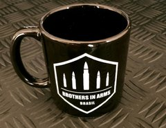 Caneca Brothers In Arms na internet