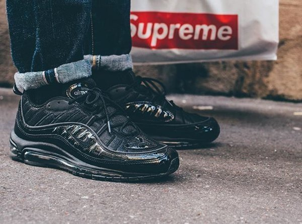 super popular 421a3 bb179 Tênis Nike Air Max '98 Supreme Black - Preto / Refletivo