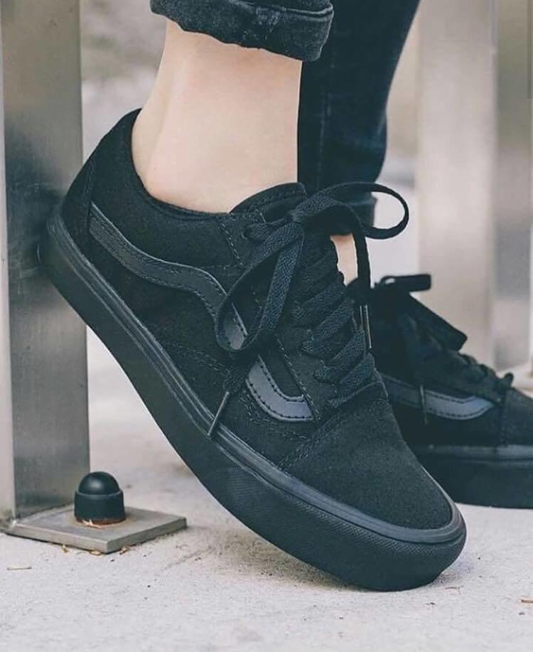 2cc81ea1a9e Vans Old Skool Black + Relógio Casio de Brinde