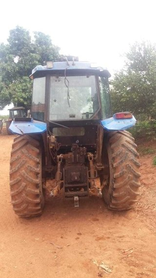 Trator NEW HOLLAND TL75 4x4 ano 2004 - NEW HOLLAND