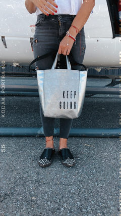 Bolso Keep Going -Plateado & bordado Negro - PROUD