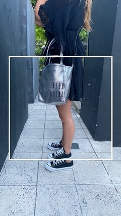 Bolso Keep Going -Plateado & bordado Negro en internet