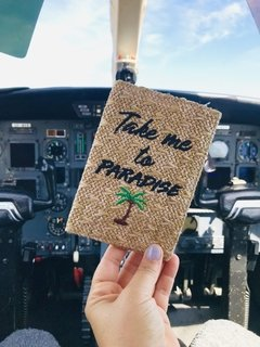 "Porta Pasaporte ""TAKE ME TO PARADISE"" (rafia) - PROUD"