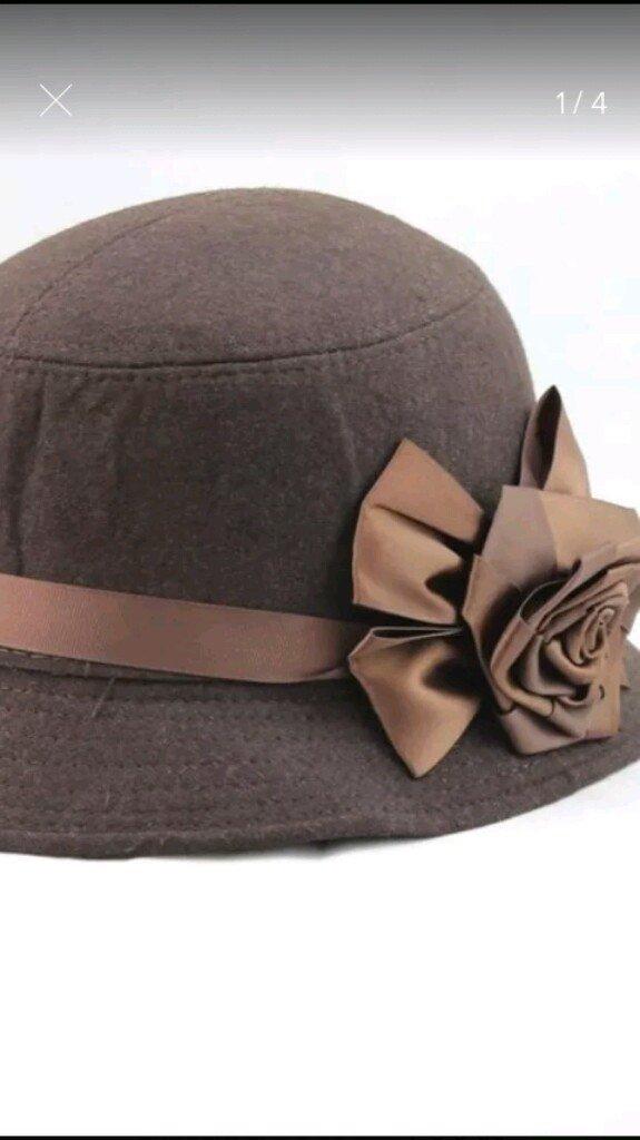 956afaabcaf86 ... Chapeu Tipo Cloche Detalhe em Flores - loja online