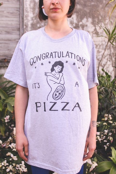 REMERA MANGA CORTA [CONGRATULATIONS IT´S A PIZZA]