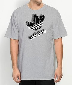 Camiseta Adidas Classic World na internet