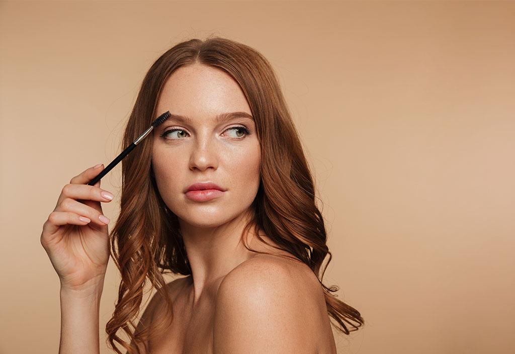 Conheça os melhores truques para fazer as sobrancelhas com perfeição sem sair de casa