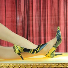 Scarpin estampado Golden Night salto 7