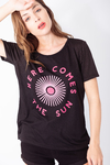 REMERA ESTAMPADA HERE COMES THE SUN
