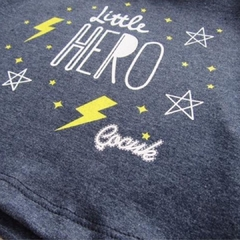 Remera Little Hero en internet