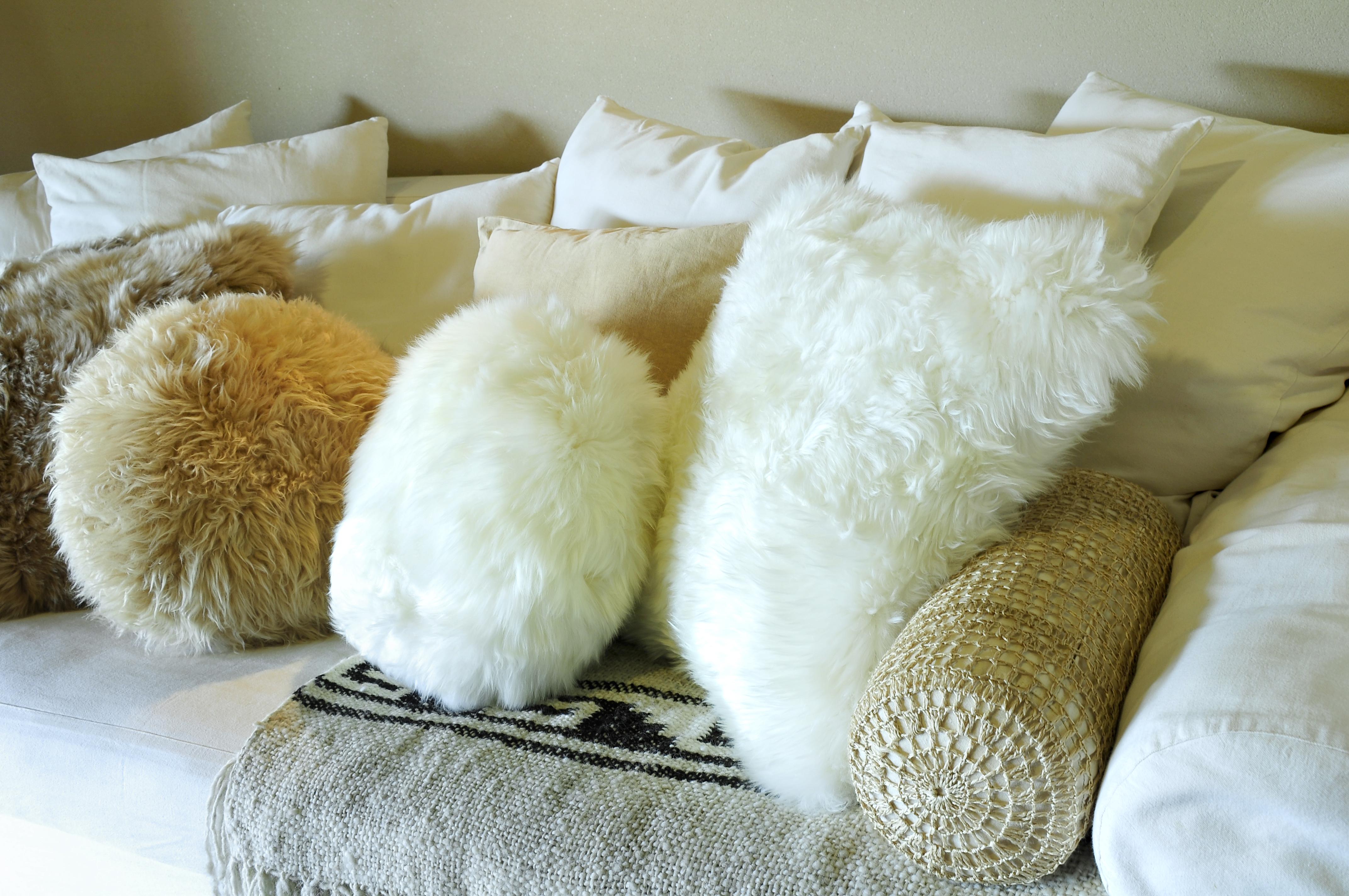 almohadones cuadrados de oveja pelo alto